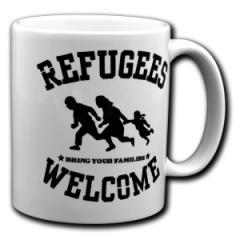 """Zur Tasse """"Refugees welcome (schwarz)"""" für 10,00 € gehen."""
