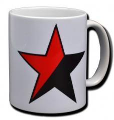 """Zur Tasse """"Schwarz/roter Stern"""" für 9,75 € gehen."""