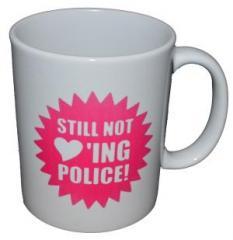 """Zur Tasse """"Still not loving police!"""" für 10,00 € gehen."""