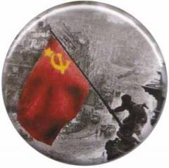 """Zum 25mm Magnet-Button """"8. Mai 1945"""" für 1,95 € gehen."""