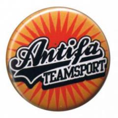 """Zum 25mm Magnet-Button """"Antifa Teamsport"""" für 2,00 € gehen."""