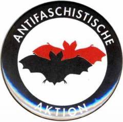 """Zum 25mm Magnet-Button """"Antifaschistische Aktion (Fledermaus)"""" für 1,95 € gehen."""