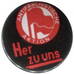 """Zum 25mm Magnet-Button """"Antifaschistische Aktion her zu uns"""" für 1,95 € gehen."""