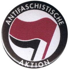 """Zum 25mm Magnet-Button """"Antifaschistische Aktion (lila/schwarz)"""" für 2,00 € gehen."""