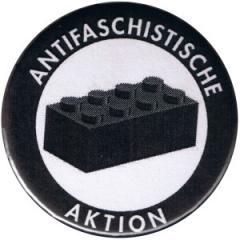 """Zum 25mm Magnet-Button """"Antifaschistische Aktion - schwarzer Block"""" für 2,00 € gehen."""