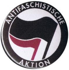 """Zum 25mm Magnet-Button """"Antifaschistische Aktion (schwarz/lila)"""" für 2,00 € gehen."""