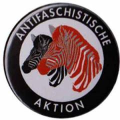 """Zum 25mm Magnet-Button """"Antifaschistische Aktion (Zebras)"""" für 2,00 € gehen."""