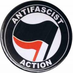 """Zum 25mm Magnet-Button """"Antifascist Action (schwarz/rot)"""" für 2,00 € gehen."""
