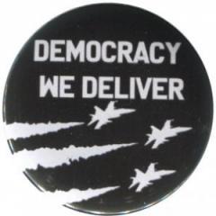 """Zum 25mm Magnet-Button """"Democracy we deliver"""" für 2,00 € gehen."""