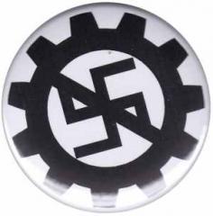 """Zum 25mm Magnet-Button """"EBM gegen Nazis"""" für 2,00 € gehen."""