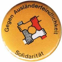 """Zum 25mm Magnet-Button """"Gegen Ausländerfeindlichkeit"""" für 2,00 € gehen."""