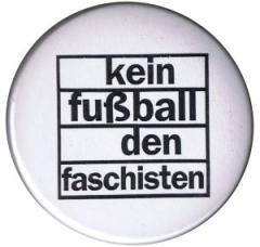 """Zum 25mm Magnet-Button """"Kein Fußball den Faschisten"""" für 2,00 € gehen."""