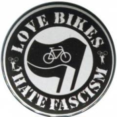 """Zum 25mm Magnet-Button """"Love Bikes Hate Fascism"""" für 2,00 € gehen."""