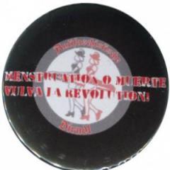 """Zum 25mm Magnet-Button """"Menstruation o muerte"""" für 2,20 € gehen."""