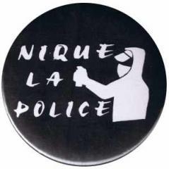 """Zum 25mm Magnet-Button """"Nique La Police"""" für 2,00 € gehen."""