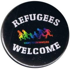 """Zum 25mm Magnet-Button """"Refugees welcome (bunte Familie)"""" für 2,00 € gehen."""