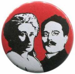 """Zum 25mm Magnet-Button """"Rosa Luxemburg / Karl Liebknecht"""" für 2,00 € gehen."""
