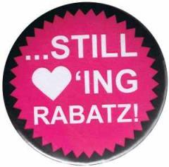 """Zum 25mm Magnet-Button """"Still loving Rabatz!"""" für 2,00 € gehen."""