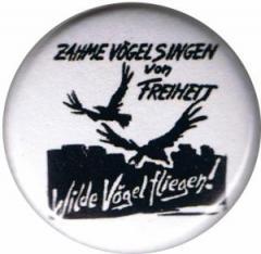 """Zum 25mm Magnet-Button """"Zahme Vögel singen von Freiheit. Wilde Vögel fliegen!"""" für 1,95 € gehen."""