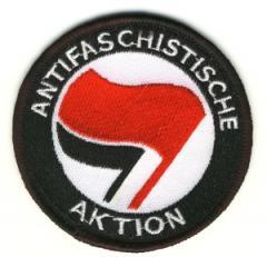 """Zum Aufnäher """"Antifaschistische Aktion (rot/schwarz)"""" für 3,00 € gehen."""