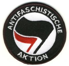 """Zum Aufnäher """"Antifaschistische Aktion (schwarz/rot)"""" für 3,00 € gehen."""