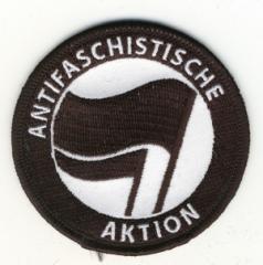 """Zum Aufnäher """"Antifaschistische Aktion (schwarz/schwarz)"""" für 2,92 € gehen."""