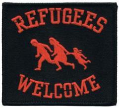 """Zum Aufnäher """"Refugees welcome (rot)"""" für 3,00 € gehen."""