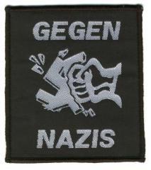 """Zum Aufnäher """"Gegen Nazis"""" für 2,92 € gehen."""