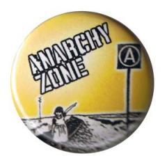 """Zum 37mm Button """"Anarchy Zone"""" für 1,00 € gehen."""