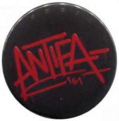"""Zum 37mm Button """"Antifa 161"""" für 1,00 € gehen."""