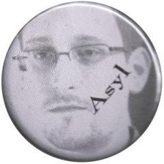 """Zum 37mm Button """"Asyl for Snowden"""" für 1,00 € gehen."""