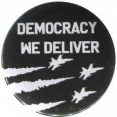 """Zum 37mm Button """"Democracy we deliver"""" für 0,97 € gehen."""