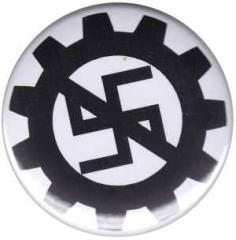 """Zum 37mm Button """"EBM gegen Nazis"""" für 1,00 € gehen."""