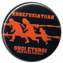 """Zum 37mm Button """"Errefuxiatuak Ongi Etorri"""" für 1,00 € gehen."""