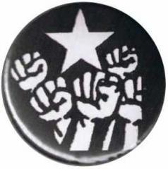 """Zum 37mm Button """"Fist and Star"""" für 1,00 € gehen."""