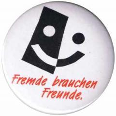 """Zum 37mm Button """"Fremde brauchen Freunde"""" für 1,00 € gehen."""
