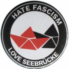 """Zum 37mm Button """"Hate Fascism - Love Seebrücke"""" für 1,00 € gehen."""