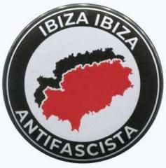 """Zum 37mm Button """"Ibiza Ibiza Antifascista"""" für 1,00 € gehen."""