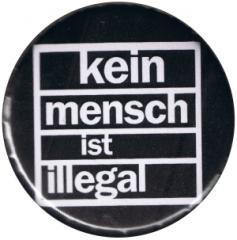 """Zum 37mm Button """"Kein Mensch ist illegal (weiß/schwarz)"""" für 1,00 € gehen."""