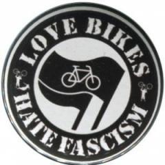 """Zum 37mm Button """"Love Bikes Hate Fascism"""" für 1,00 € gehen."""
