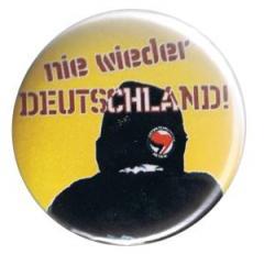 """Zum 37mm Button """"Nie wieder Deutschland!"""" für 0,97 € gehen."""