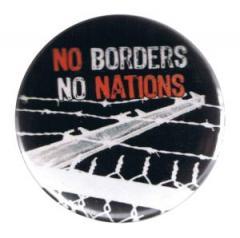 """Zum 37mm Button """"No Borders No Nations"""" für 1,00 € gehen."""
