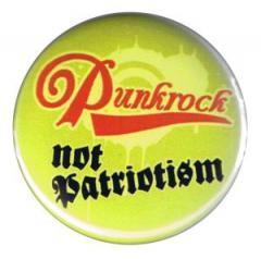 """Zum 37mm Button """"Punkrock not patriotism"""" für 0,97 € gehen."""