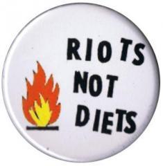 """Zum 37mm Button """"Riots not diets"""" für 1,00 € gehen."""