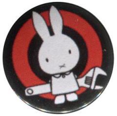 """Zum 37mm Button """"Sabotagehase"""" für 1,00 € gehen."""