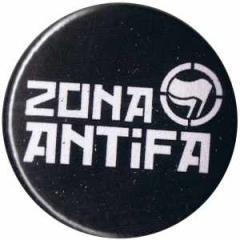 """Zum 37mm Button """"Zona Antifa"""" für 1,00 € gehen."""