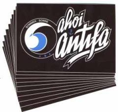 """Zum Aufkleber-Paket """"ahoi antifa"""" für 1,80 € gehen."""