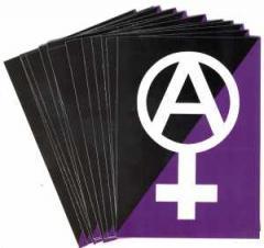 """Zum Aufkleber-Paket """"Anarchafeminismus"""" für 1,80 € gehen."""
