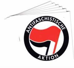 """Zum Aufkleber-Paket """"Antifaschistische Aktion (rot/schwarz)"""" für 1,80 € gehen."""
