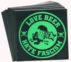 """Zum Aufkleber-Paket """"Love Beer Hate Fascism"""" für 1,75 € gehen."""